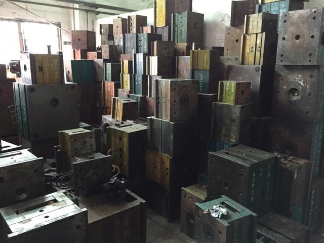 storageroomofsteelmolds